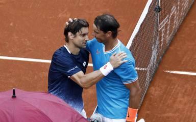 David Ferrer y Rafa Nadal se fundieron en un abrazo al final del partido