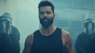 """Ricky Martin hace magia con """"Tiburones"""""""