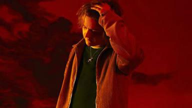 """La sensibilidad del escocés Lewis Capaldi llega al punto máximo con """"Before You Go"""""""