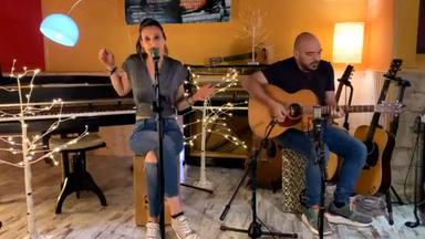 """Conchita canta en acústico """"Haz que merezca la pena"""" con Pablo Cebrián y su guitarra acústica"""