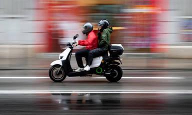 En 2021 habrá que llevar guantes en la moto