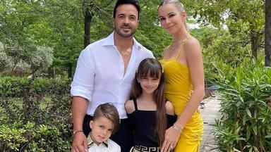 """La tierna imagen de Luis Fonsi y su familia en la inauguración de su nueva aventura profesional: """"Me emociona"""""""