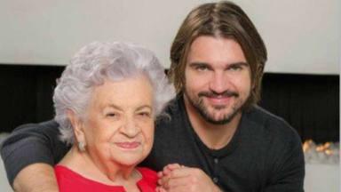 Juanes comparte un momento inédito con su madre Alicia antes de recibir el premio a 'Persona del año'