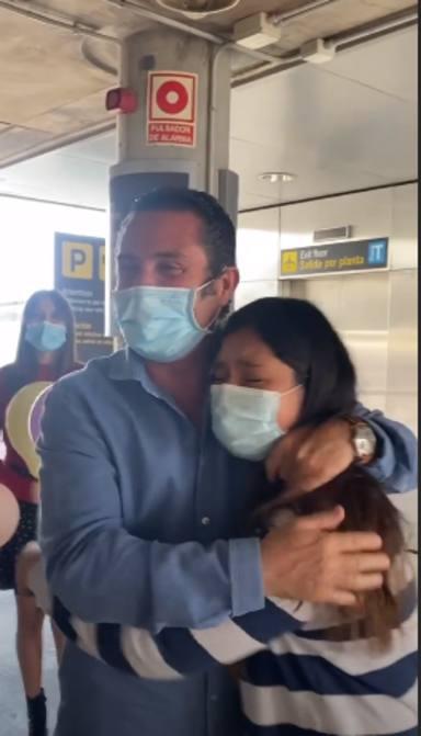El padre de María Pombo recibe a Gabriela Toral