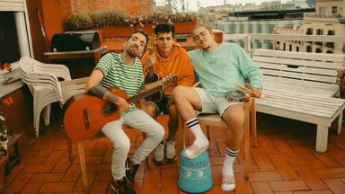 Stay Homas publica sus 5 mejores canciones con colaboraciones de Nil Moliner, Judit Neddermann y El Kanka
