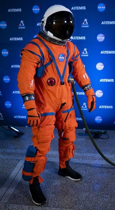 La NASA presenta els seus nous vestits espacials per anar a Mart