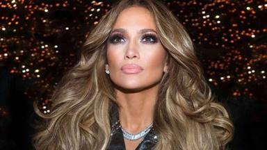 """Jennifer Lopez aparece rádiente luciendo un vestido """"Blanco"""" pero sin Alex Rodríguez"""