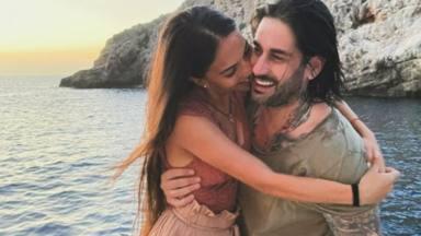Julia y Melendi durante sus vacaciones