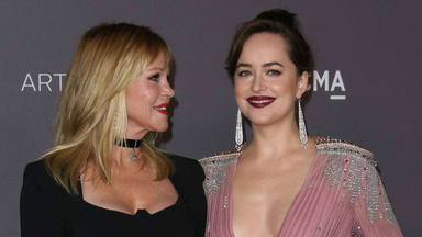 Melanie Griffith, encantada con Chris Martin, el novio de su hija Dakota Johnson