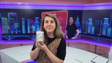 ¿Quieres ganar esta taza de Cadena 100 firmada por Carolina Iglesias?
