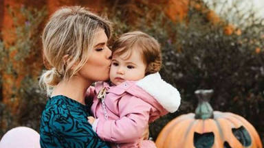Adriana Abenia y su hija