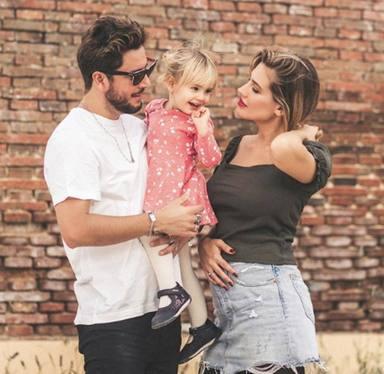 Manuel Carrasco y Almudena Navalón amplían su familia