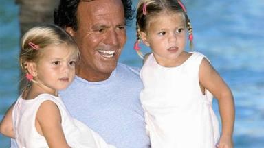 Julio Iglesias junto a sus hijas gemelas