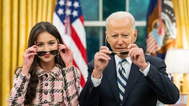 Joe Biden se alía con Olivia Rodrigo y le abre las puertas de La Casa Blanca