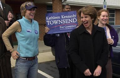 Maeve Kennedy junto a su madre Kathleen Kennedy
