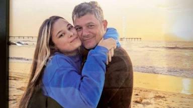Alejandro Sanz su hija Manuela Sanz y Rachel Valdés