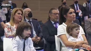 Los padres de Sergio Ramos, en segundo término, en la despedida del futbolista del Real Madrid
