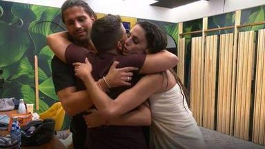 Luca Onestini y Cynthia Martínez abrazan a Miguel Frigenti ante su bajón anímico en Secret Story