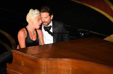 Lady Gaga y Bradley Cooper en los academy awards