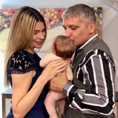Gustavo González junto a María Lapiedra y la hija que tienen en común en una foto de las redes sociales
