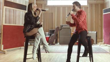 """David Bisbal y Danna Paola estrenan 'Vuelve, Vuelve' en versión acústica: """"Les dejamos un video muy especial"""""""