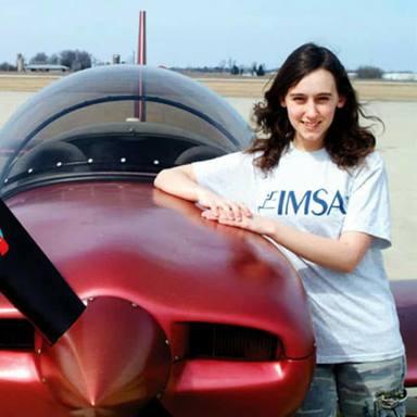Sabrina González construyó su primer avión a los 13 años