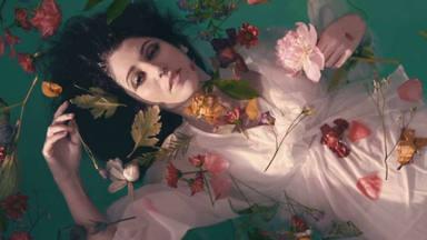 Bely Basarte presenta 'Flores y vino', una delicada nana para quien ha derramado ''su última lágrima''