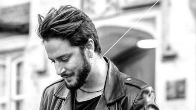 """Manuel Carrascos anuncia 'acústicos desde Abbey Road' de """"La Cruz del Mapa"""" al conseguir 4 discos de platino"""