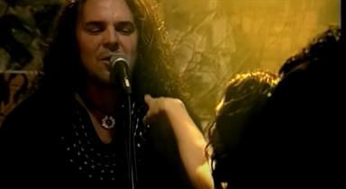 Imagen de 'Mariposa Traicionera', tema de Maná incluido en su álbum 'Revolución de amor'