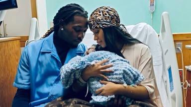 Cardi B y Offset muestran la primera imagen con su segundo hijo en brazos