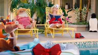 """Katy Perry se lleva de vacaciones a Santa Claus en el videoclip de """"Cozy Little Christmas"""""""