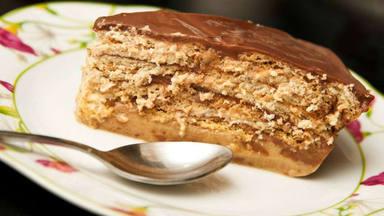 Receta de tarta de chocolate con galletas para hacer con niños