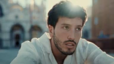 Venecia es el lugar elegido por Sebastián Yatra para cantar al amor en el vídeo de 'Tarde', una balada enorme