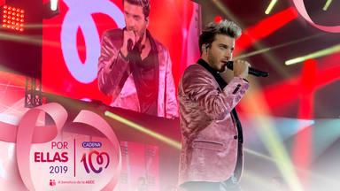 Blas Cantó en el escenario de CADENA 100 Por Ellas