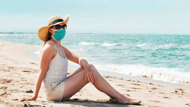 uso de mascarillas en playa o piscina este verano