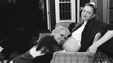 Yolanda Hadid agradece a Gigi y Zayn Malik por convertirla en una 'Oma' mientras sostiene la mano de su nieta