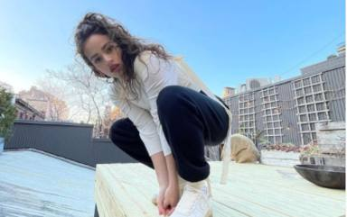 Rosalía se atreve a probar con una nueva manicura que está arrasando en Japón