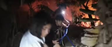 Los hijos de Frank Cuesta ayudan a su padre apagar el fuego