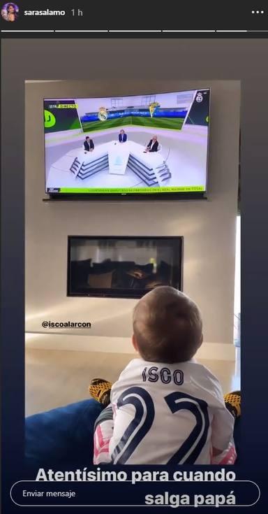 Theo viendo a su padre Isco Alarcón en la tele