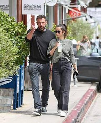 Ben Affleck y Ana de Armas discuten en plena calle