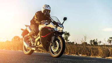 Guantes moto accesorio obligatorio según DGT en 2021