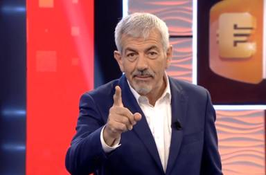 """Carlos Sobera, emocionado, detiene el programa para tener un emotivo gesto con una concursante: """"Mecachis..."""""""
