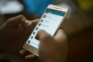 Cómo proteger tus mensajes de Whatsapp de los indeseados 'mirones'