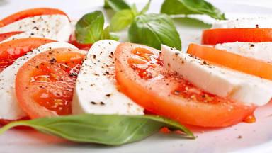 Los beneficios de comer tomate en verano
