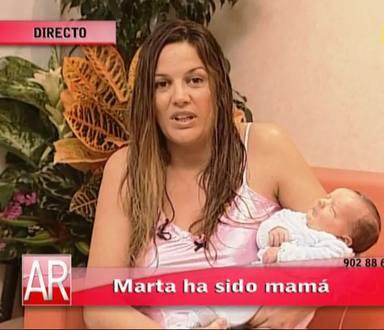 Marta López presenta a su bebé