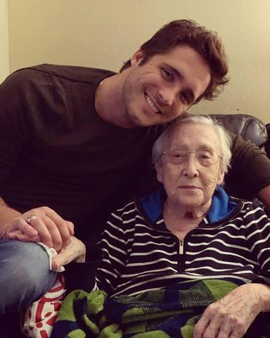 Diego Boneta y su querida abuela Josefa Boneta