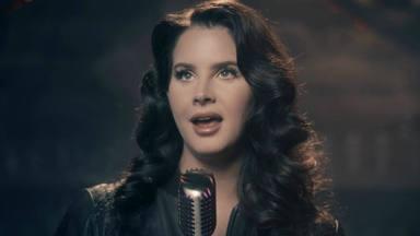 Lana del Rey estrena videoclip de su segundo single y escayola en un brazo tras un accidente