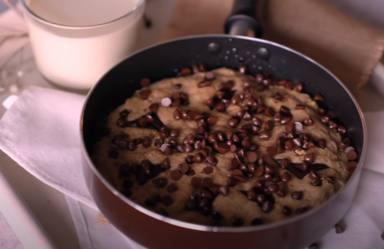 La deliciosa receta de cookies gigantes que arrasa en YouTube y se cocina en estos sencillos pasos
