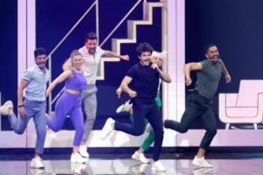 El español Miki hace bailar al público con La venda