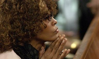 Whitney Houston nos anima a seguir adelante a pesar de las dificultades